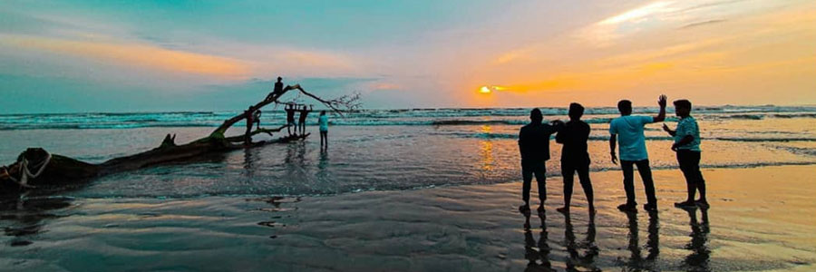 Youngsters enjoying the evening in Thikkodi beach