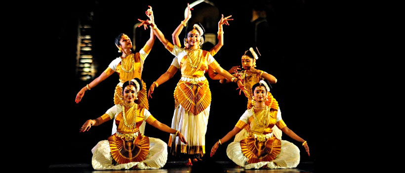 Mohiniattam artist performs in Kerala