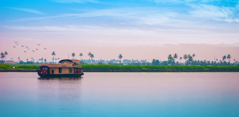 An amazing glimpse of Alleppey houseboat in Alleppey backwaters