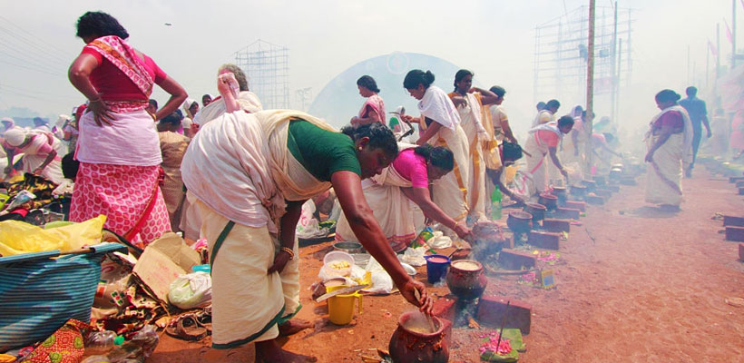 Dvotees offering the pongala ritual on the occasion of 'Attukal Pongala'.