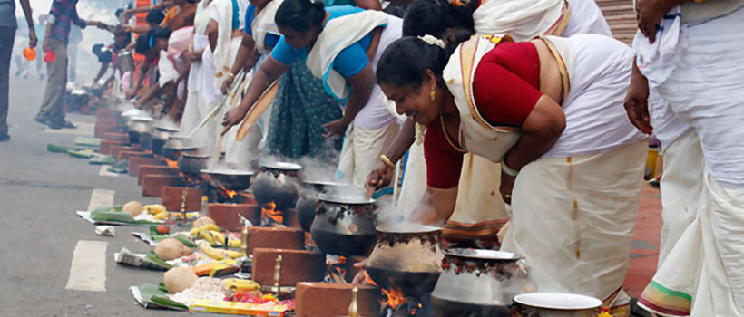 Women devotees offering the pongala ritual on the occasion of 'Attukal Pongala' in Attukal Bhagavathy Temple
