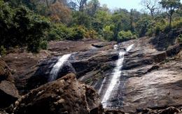 keezharkuthu-falls